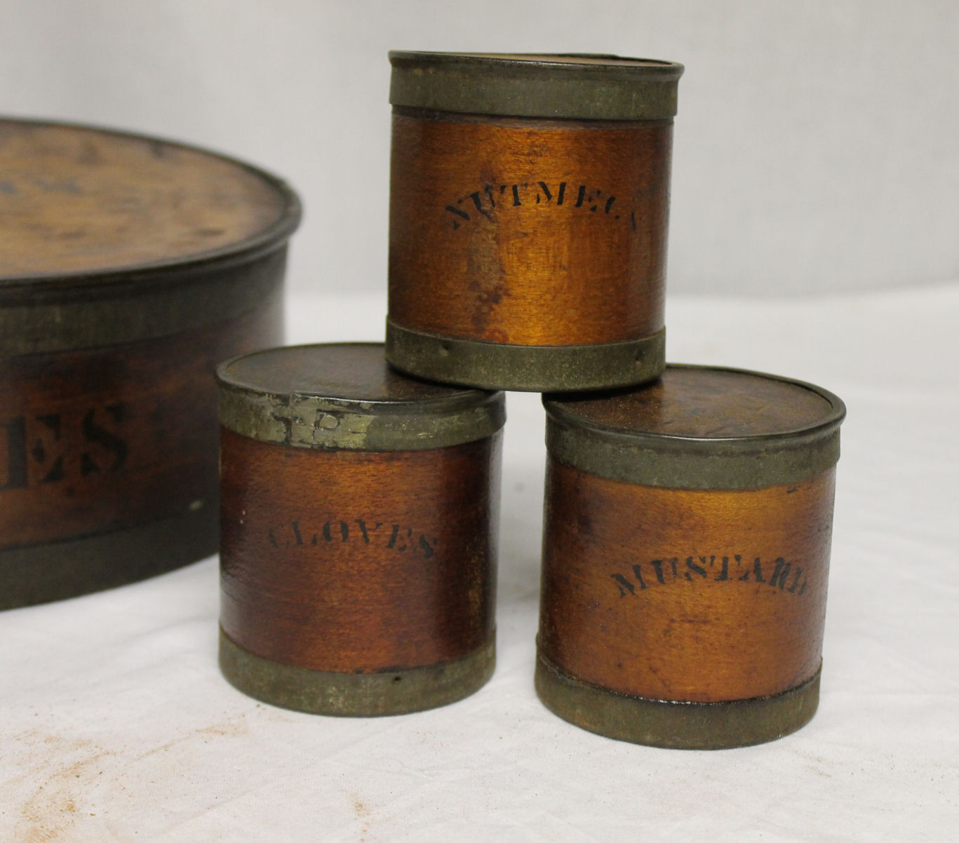 Bargain john 39 s antiques blog archive round cylinder for Circular wooden box