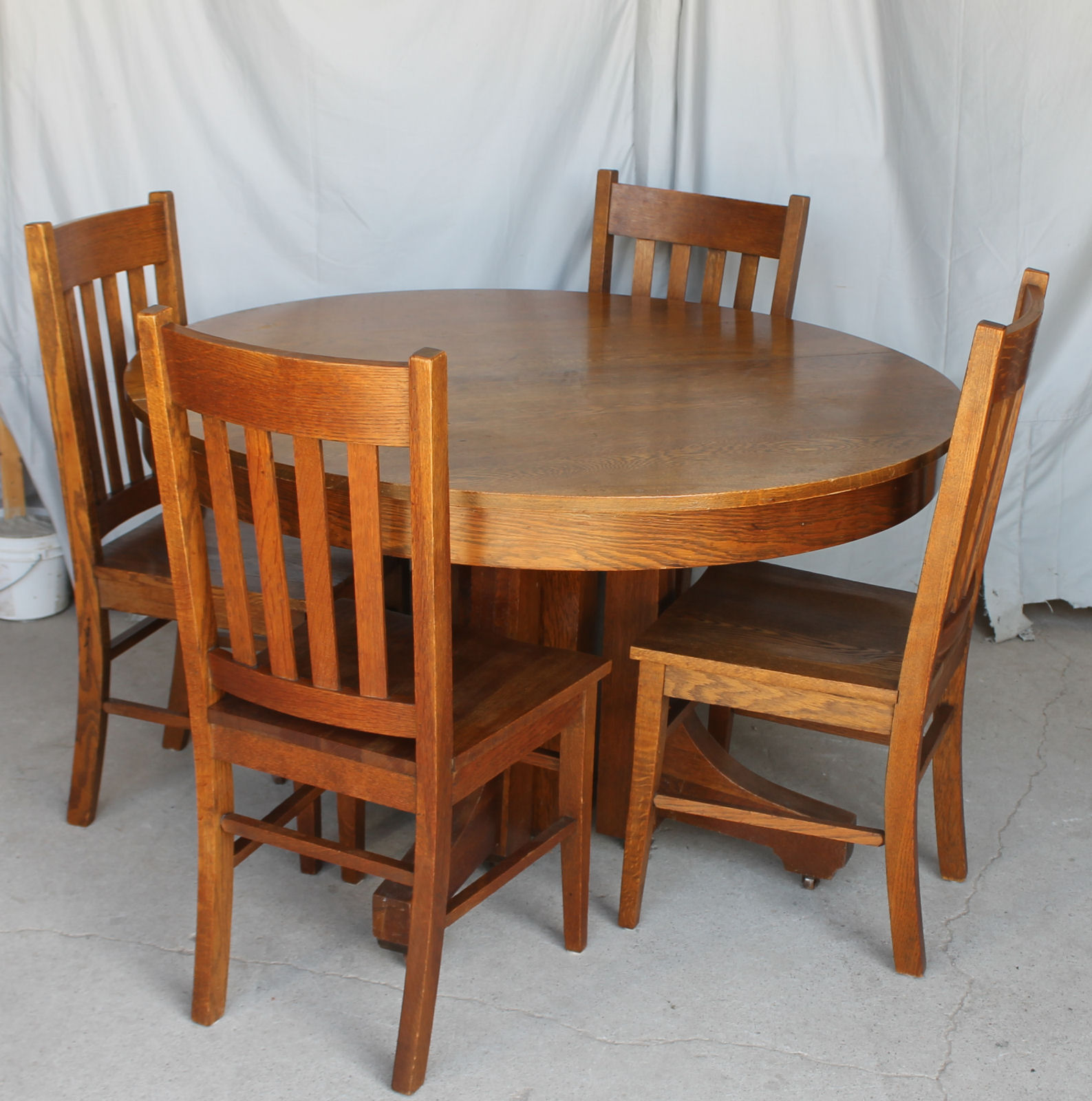 Mission Round Table.Antique Mission Style Round Oak Table With 4 Leaves